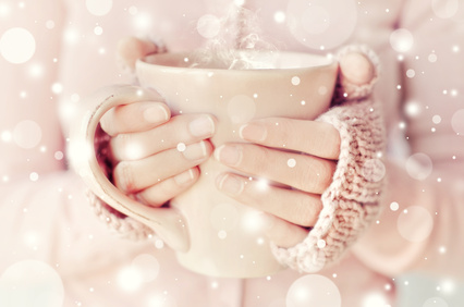 Hands holding a cup of tee or coffee
